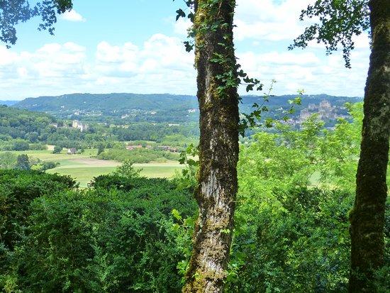 Vezac, Fransa: Vue sur les châteaux de Beynac ( à droite) et de Fayrac