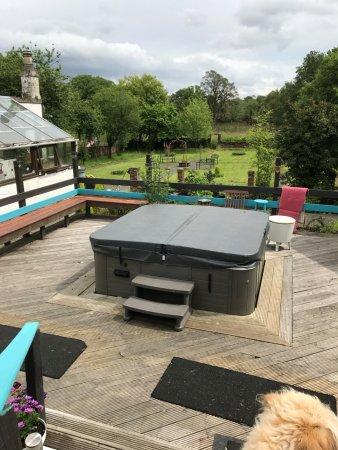 Bonnybridge, UK: Large hot tub