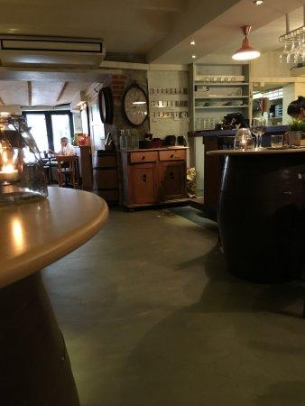 ambiance cave vin picture of le bouchon biarrot biarritz tripadvisor. Black Bedroom Furniture Sets. Home Design Ideas