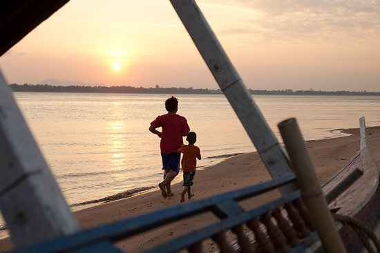 Jogging along the shore of the Mekong in Pakse during dry season