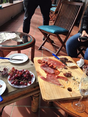 Constantia, Sudáfrica: Snacks supplied by Blake. Good to soak up the wine!