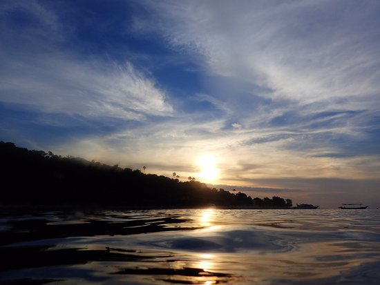 Bali Bhuana Beach Cottages: Sunset from the beach