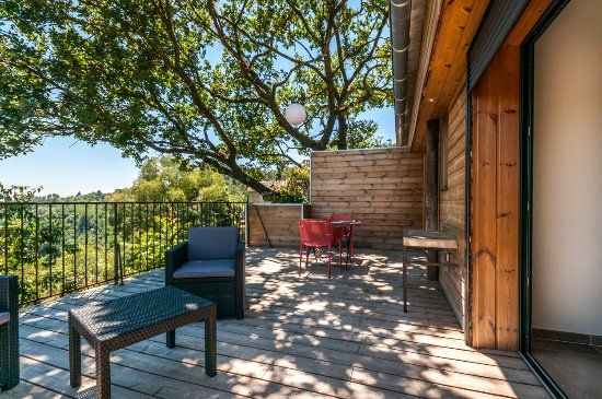 Largentière, France : Notre nouveau Gite Barnabé climatisé pour 2 personnes. .avec une superbe terrasse panoramique. .
