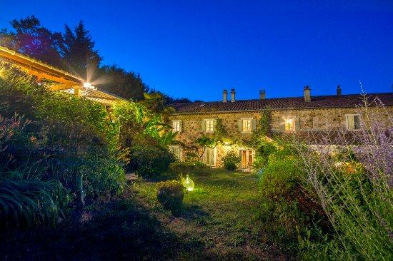 Largentière, France : Chambres d'hôtes et jardin...
