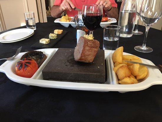 Queen Victoria Pub & Restaurant: photo0.jpg