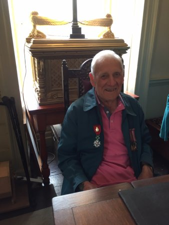White Hart Hotel: 92 year old, Mr. Widders from Liverpool who was there on D-Day.