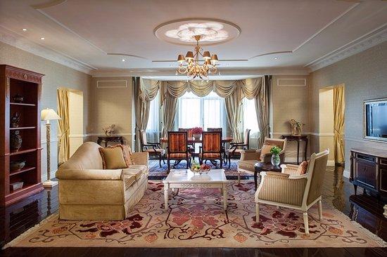 Beijing Hotel NUO: Chairman Suite Living room