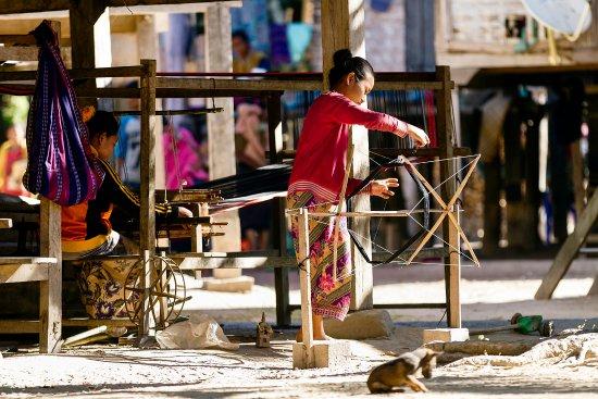 Salavan Province, لاوس: Traditional weaving in Ban Toumlan - Salavanh province