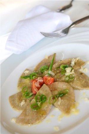 Malles Venosta, Włochy: Roggenschlutzkrapfen mit Kräuterfüllung (traditionell vegetarisch)