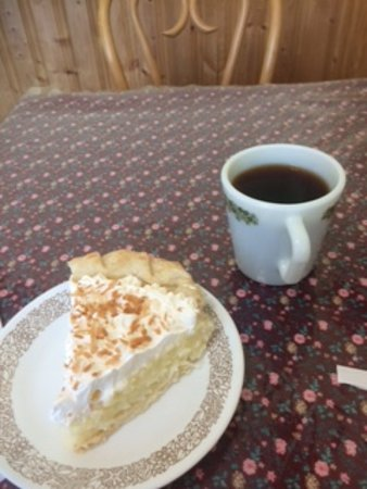 Bridgewater, Canadá: Coconut cream pie and coffee