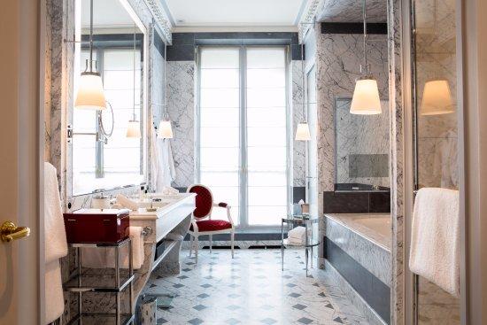 La reserve paris hotel and spa updated 2018 prices for Pareti salone