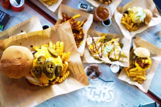 Las Pinas, Filipinler: THIS Reaper Burger