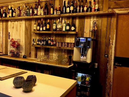 Borgarnes, Islandia: New bar at the Hotel and a nice trip horseback riding.