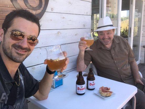 Razo : Une bonne bière fraîche en terrasse.