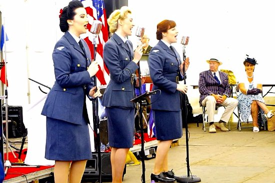 Loughborough, UK: Quorn & Woodhouse station 'Bluebird Belles' 02-04 June 2017 They were brilliant