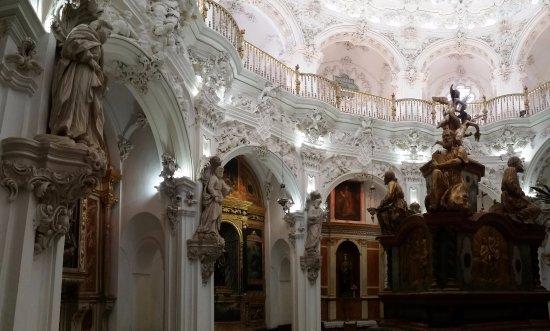 Church of La Asuncion: Sagrario, detalle lateral.