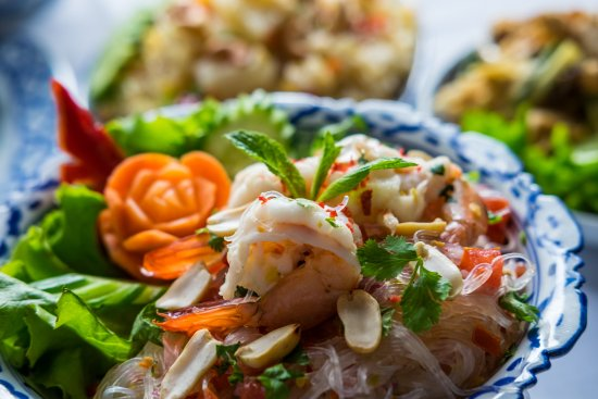 Pera Thai: yum wun sen // spicy glass noodle salad with shrimp