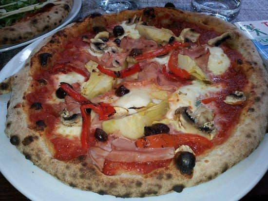 La Bussola: pizza quattro stagione