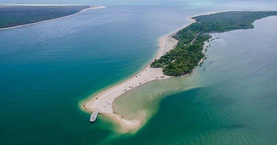 Rainbow Beach, Australia: Inskip Point gateway to Fraser Island K'gari
