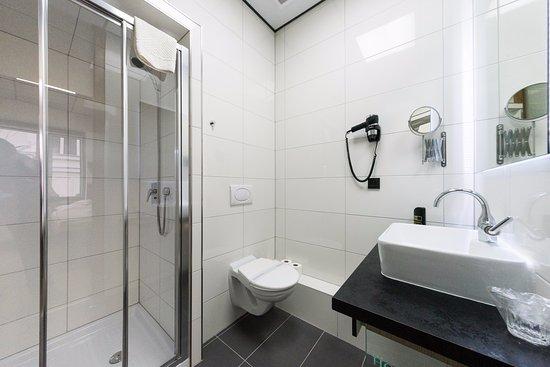 Hotel Plzen: Koupelna a pokoje č. 15