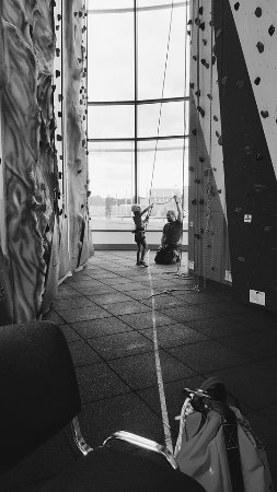Kidderminster, UK: Learning to belay in junior rock club