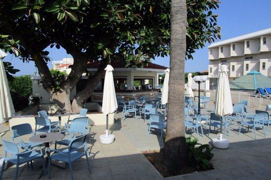 Kissos Hotel: Pool bar