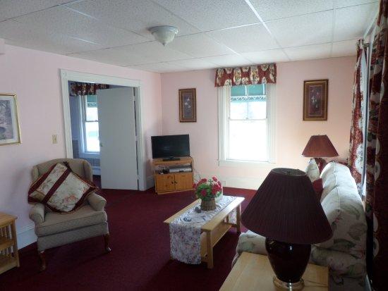 Rockport, เมน: Living room one bedroom suite