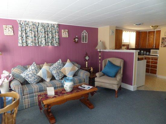 Rockport, เมน: Living room 2 bedroom suite