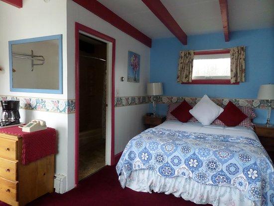 Rockport, ME: Queen bedroom