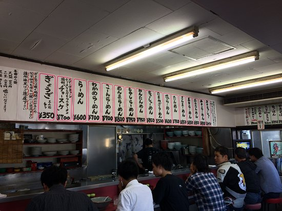 Joetsu, Giappone: メニューとカウンター席。このほかテーブル席がいくつか。