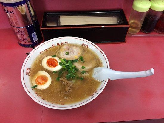Joetsu, Giappone: チョースケラーメン。この煮卵に意味があるらしい。