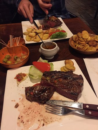 Castillo tapas y steaks: photo1.jpg