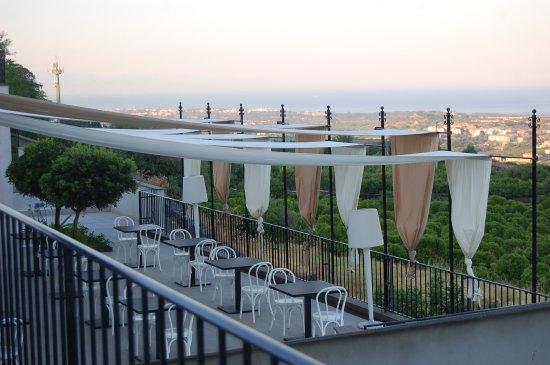 Piedimonte Etneo, Italia: Restaurant deck