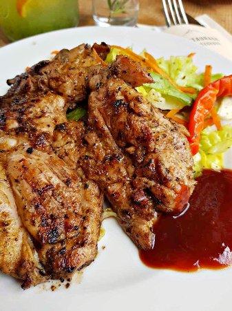 Celadna, Czech Republic: Kuřecí stehenní steak na grilu