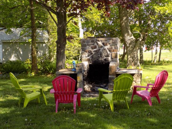 Port Williams, Kanada: Backyard fireplace