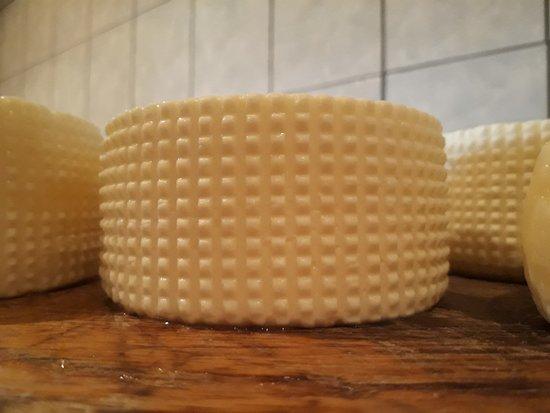 Rennweg, Austria: Käseherstellung