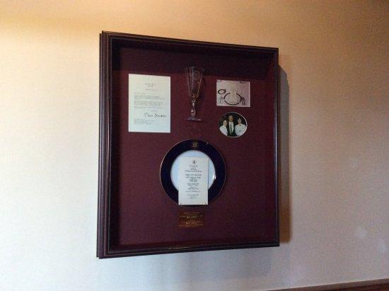 Seasons in the Park: アメリカ元大統領クリントン氏の使用されたグラスが展示されている