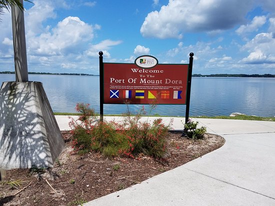 Heron Cay Lakeview Bed & Breakfast : Place to walk to and explore
