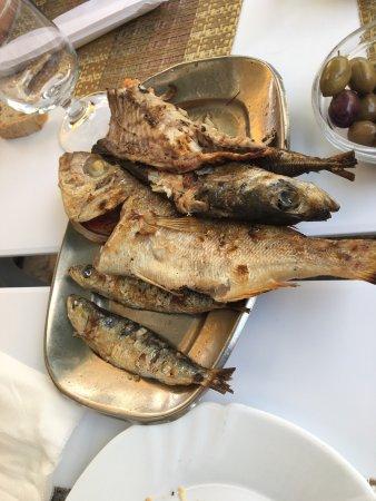 Buffet poisson grill frais du jour avec trio d - Accompagnement poisson grille barbecue ...