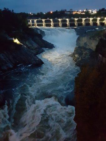 Grand Falls, Канада: chute éclairée