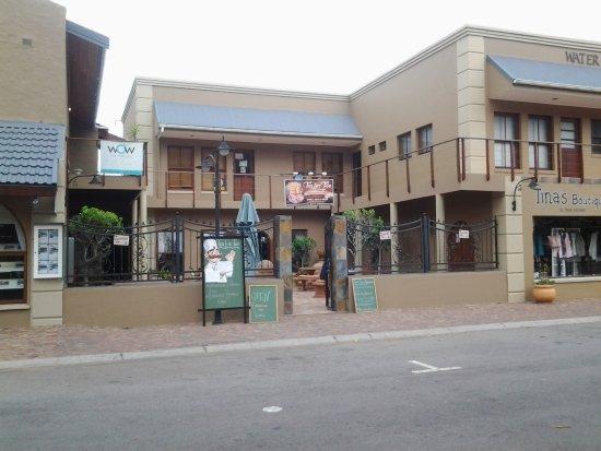 Sedgefield, Sudáfrica: Road frontage