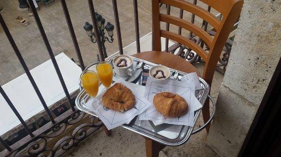 Hotel Placa de la Font: Breakfast on the balcony