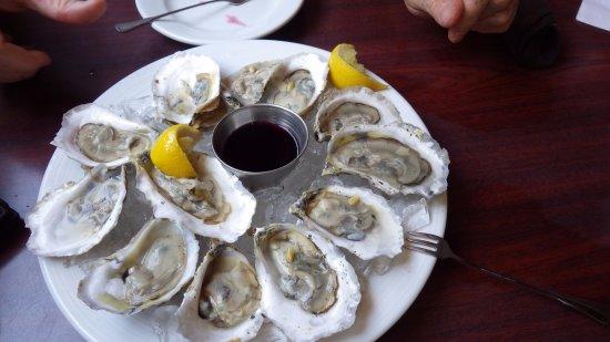 Scottsville, VA: Fresh Virginia oysters w homemade red wine mignonette
