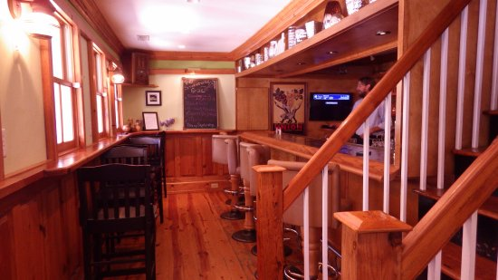 Scottsville, VA: Bar area which I expect gets crowded later in the day