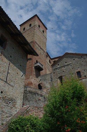 Serralunga d'Alba, Italy: La torre antica