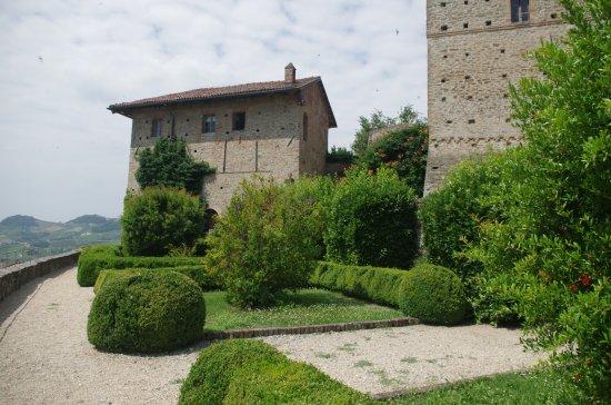 Serralunga d'Alba, Italy: Il giardino