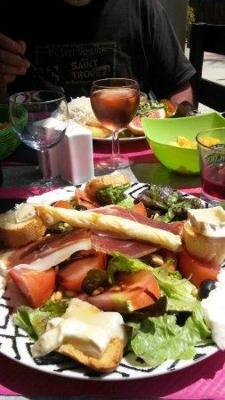 Centuri, Frankrig: Assiette Salade Chèvre chaud