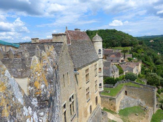 Chateau de Beynac: Autre vue du donjon