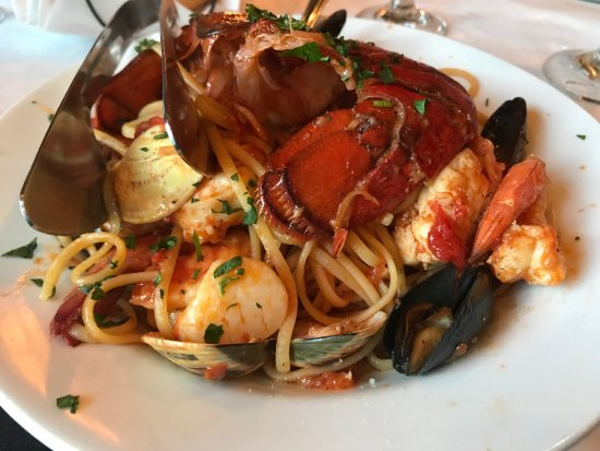 Kenosha, WI: Linguine Pescatore...DIVINE BEST BEST DISH!!!! Chef knows how to cook seafood!
