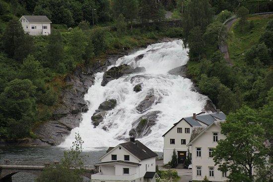 Hellesylt, Norwegia: Cascata em Hellysit
